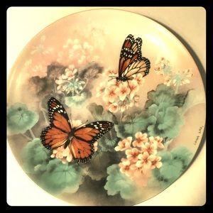 Monarch Buttterfly by Lena Riu